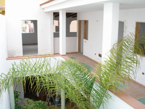 Casa totalmente restaurada con patio interior, gran azotea con vistas panorámicas.