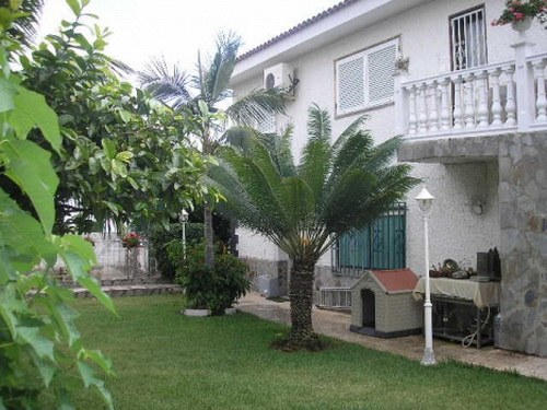 Spacious house with panoramic views, located in a very quiet area.