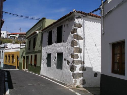 Casa canaria reformado con jardín, terraza y apartamento.