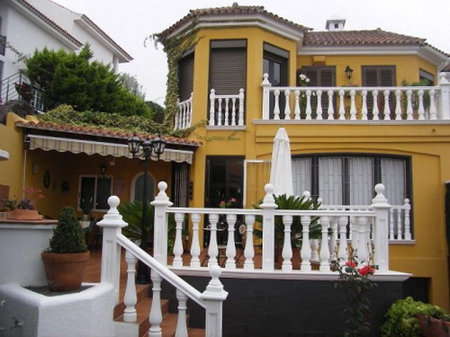 Spaciuos semi-detached house with terraces and bodega