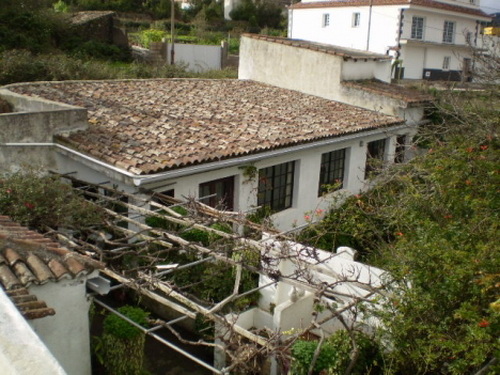 Finca rústica con casa amplia con vistas panorámicas.