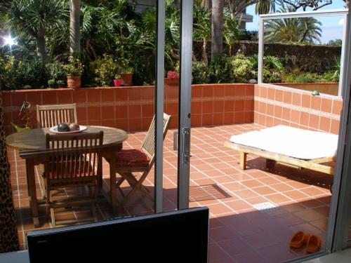 Komplett renoviert unf möbliertes Appartment mit Grosser Terrasse!