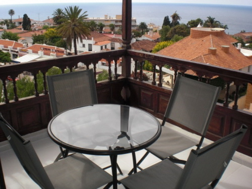 Nice studio situated in Urb. La Paz with impressive views