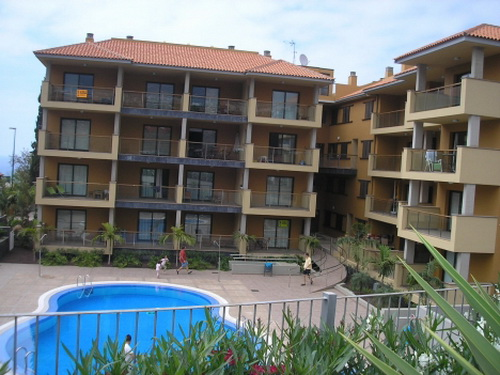 Schöne Wohnung in Wohn-Pool, sonnig, Aussicht, möbliert, nah an allen Annehmlichkeiten, Parkplatz, A