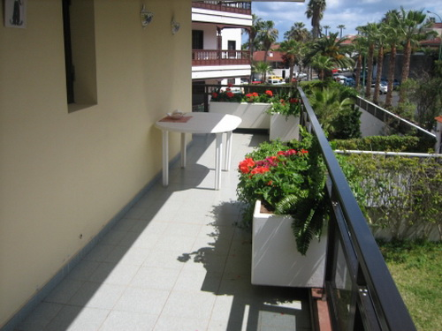 Nice and wide apartment on the corner, 2 double bedrooms, corner terrace, views, quiet and sunny sit