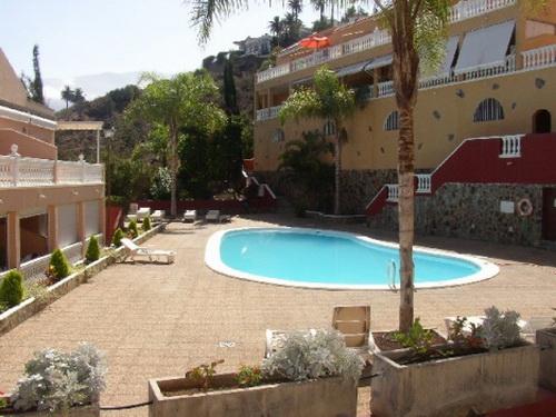 Appartamento con terraza y jardín