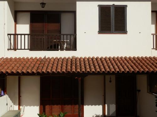 Adosado amplio de 4 dormitorios, terraza y jardín en Urb. La paz.