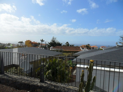 New family home with garden and Teide/ocean views.