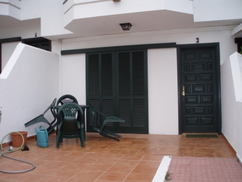 Large detached duplex home in La Paz in quiet residencial area.