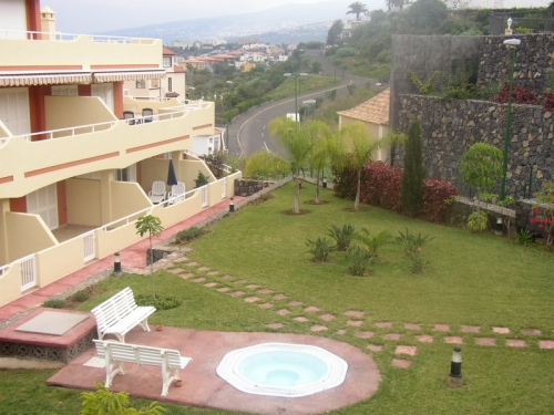 Nice equipped 1 bedroom-apartment in a residential zone with Swimming-pool.