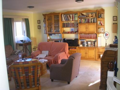 Soleado y tranquilo situado en zona residencial.