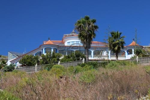 Landhaus-Villa mit überdachtem Pool und traumhaftem Meerblick (bei Adeje)