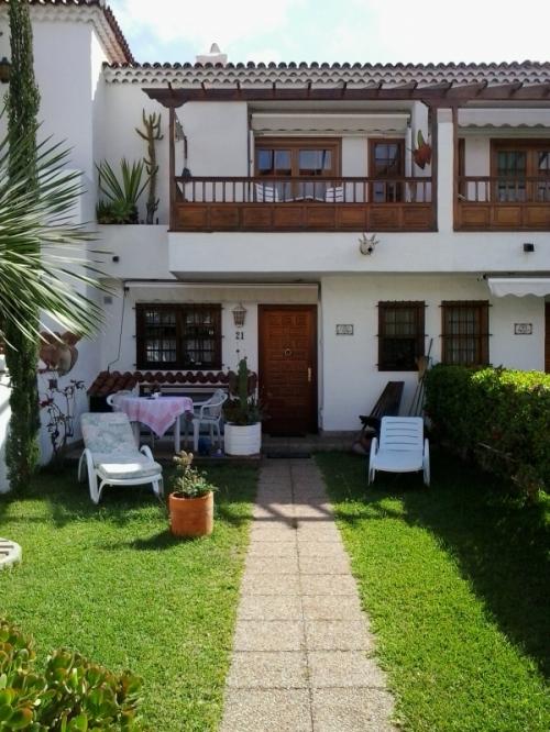 Sonniges Haus mit privater Garten, terrassen und Garage!!