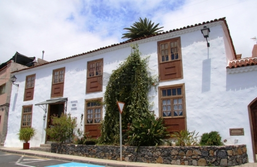 Granadilla de Abona: Historic Guesthouse with Sunny Terrace, Seaview & Building Plot
