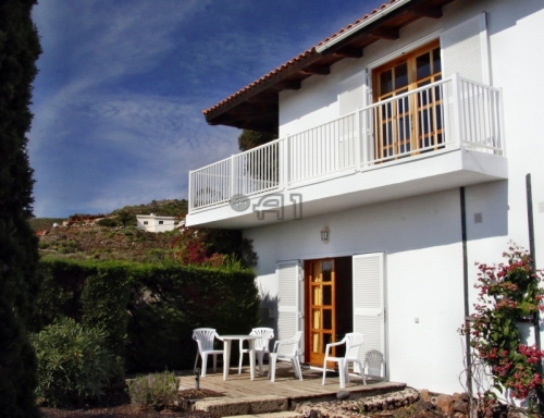 San Miguel de Abona: Charming Finca with Roofed Pool and Sea View
