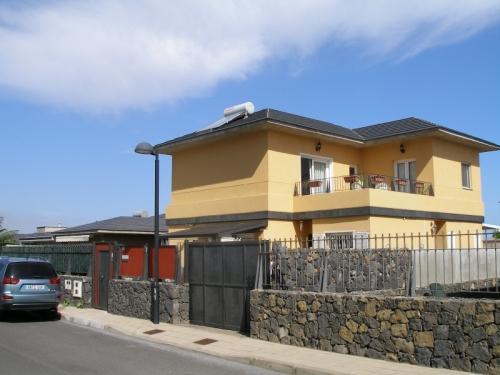 ¡Oportunidad! Preciosa casa familiar con piscina, jardín y vistas panoramicas