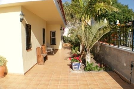 NDEPENDENT VILLA WITH PRIVATE POOL AND JACUZZI. 3 BEDROOMS
