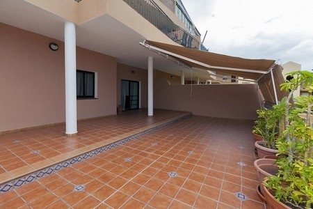 SPACIOUS & BRIGHT GROUND FLOOR APARTMENT SITUATED IN A RESIDENTIAL COMPLEX