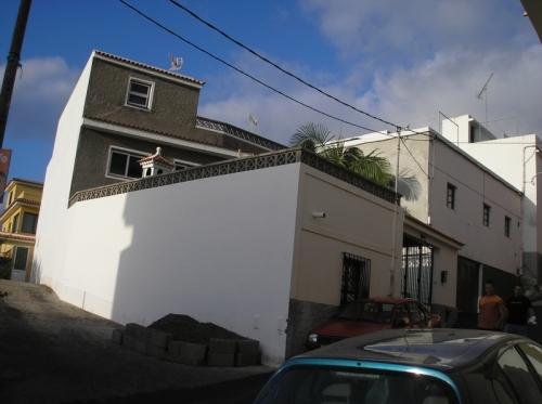 Haus mit 70m² Wohnzimmer. Sep. kleines Haus.