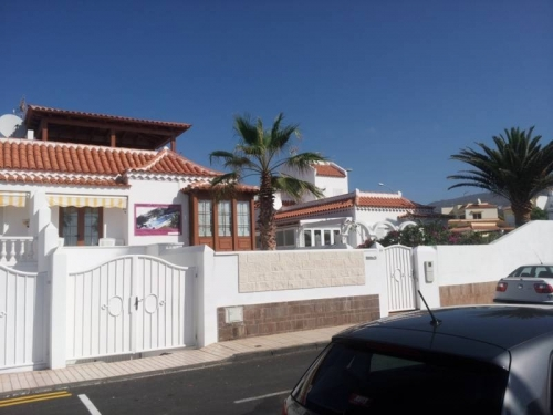 House in La Caleta in front of the sea!