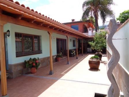 ¡Chalet preciosa con terrazas, cocina tenderete de leña, muy bien situado!