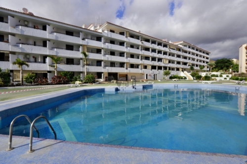 Smart 2-BR-Apartment with Large Sundeck Centrally Located in Los Cristianos