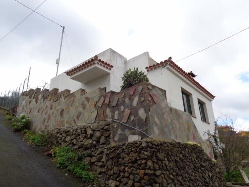 kleines landhaus zum verkaufen,teilweise renoviert......