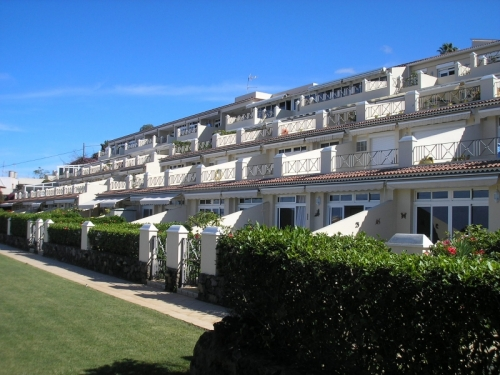 Superb apartment with pool, parking, sea views and terrace!