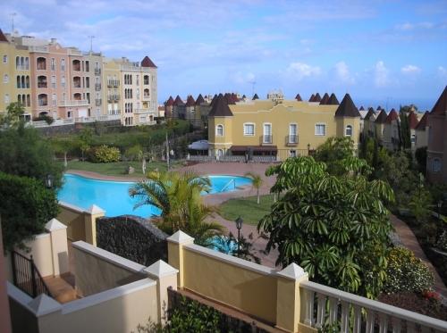 Schöne Wohnung mit Terrasse Blick auf den Pool!