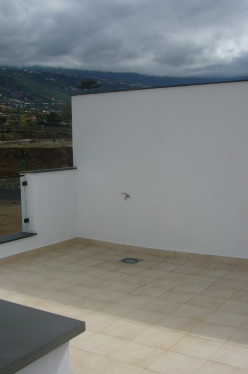 NEW MODERN detached house in good area, quality materials,