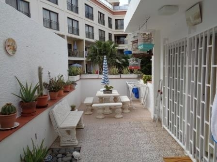 Nice apartment with 26m2 of terrace, parking space and low community costs!