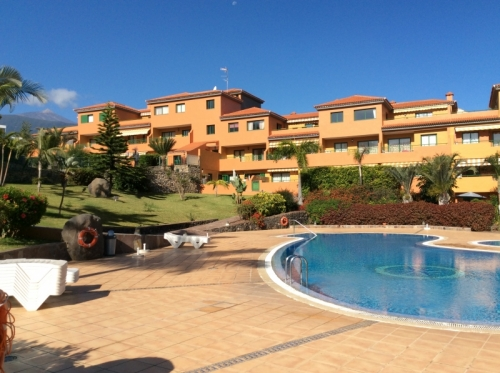 Beautiful apartment with spacious terrace, community pool! Ideally for a long term stay of 6 Months!