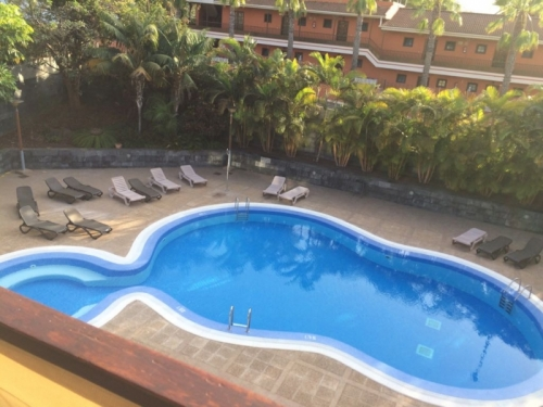 Bonito apartamento en residencial con piscina, muy soleado,