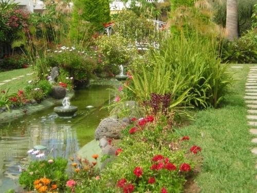 Apartamento espacioso ,amueblado en planta baja con jardin y con piscina comunitario