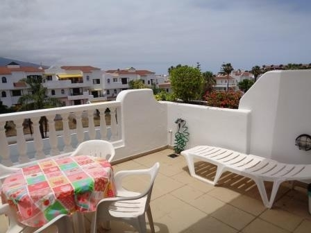 Precioso apartamento con gran terraza y piscina comunitaria.