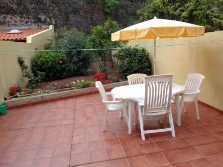 Large townhouse in residential area with front and back garden