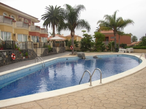 Very nice, good furnished and decorated apartment, community pool, terrace with sea view