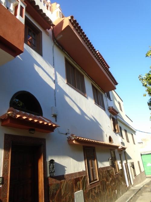 Apartamento con 3 dormitorios, 2 baños con una coqueta planta arriva, extra cocina y terraza
