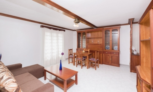 Spacious and bright apartment, recently renovated, near Plaza de Charco, view to the sea.