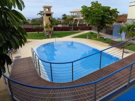 Beautiful detached house with garden, terraces, pool, garage......complete equipped!