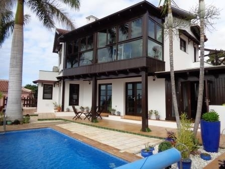 House / Villa with spectacular views, pool, terraces, garden and many extra's