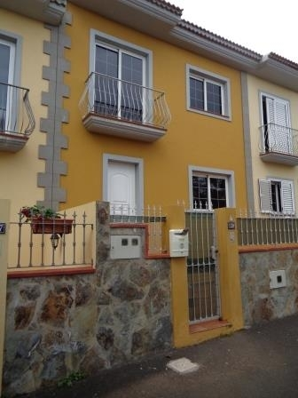 Unfurnished house with terrace and garage!