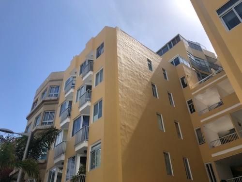 2 bedroom apartment 50 meters from the beach, central, low in community