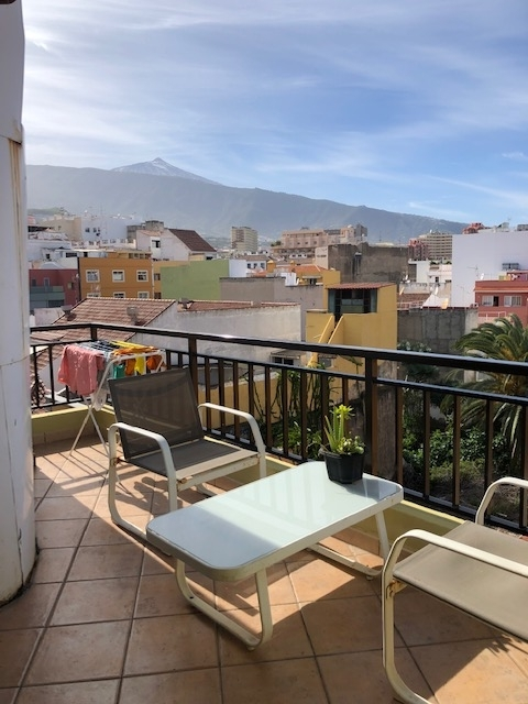 Modern penthouse in the center! Sunny, spacious, bright, overlooking the Teide